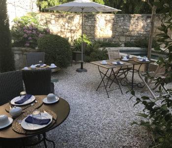 N°15-Avignon-Petit-déjeuner-jardin-1