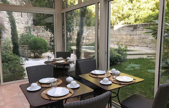 N°15-Avignon-Petit-déjeuner-veranda